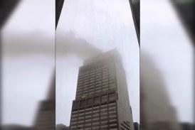 Un muerto dejó choque de helicóptero contra edificio en Manhattan, Nueva York