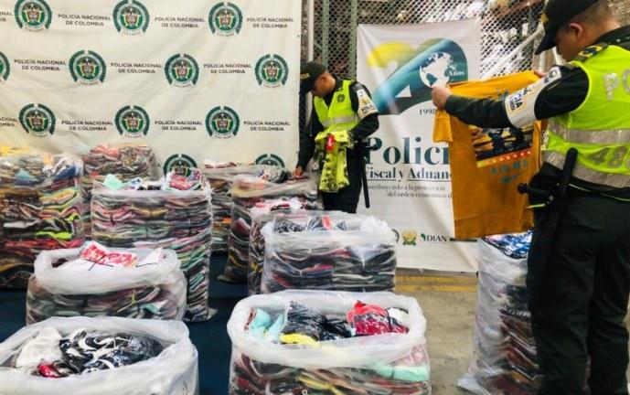 Más de 7 mil prendas de vestir de origen chino fueron aprehendidas por autoridades en Cali