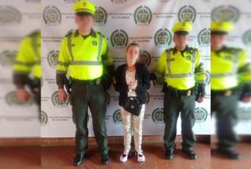 Capturan a falsa policía que se hacía pasar como teniente para estafar a miembros de la fuerza pública