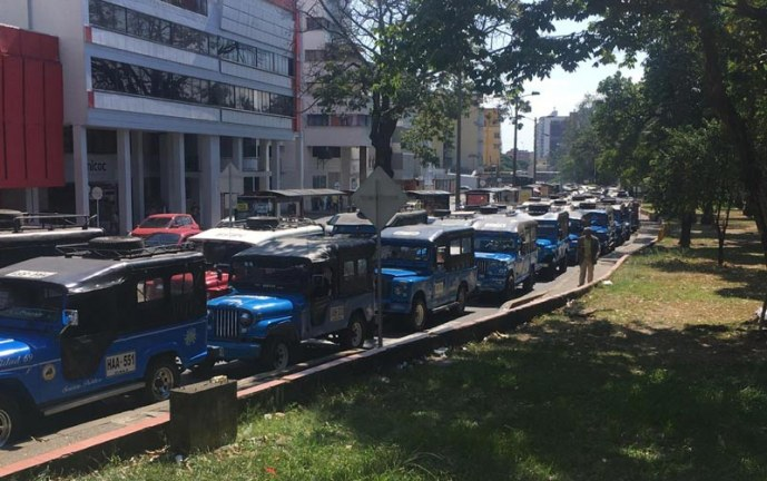 Proponen mesas de trabajo que buscarían integrar las 'gualas' al Transporte Masivo