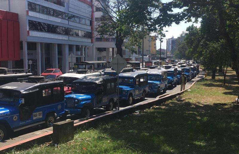 """Caravana de conductores de """"Gualas"""" concluyó en debate político en el Concejo Municipal"""