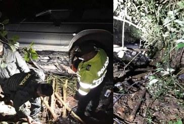 Carro que rodó 200 metros a un abismo dejó a una mujer muerta y tres heridos en el KM 17