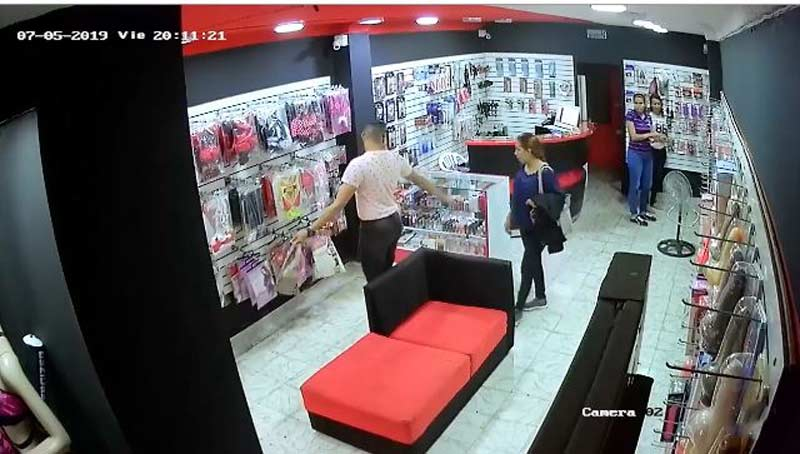 Video: Vibrador de gama alta fue hurtado en un sex-shop en Cali