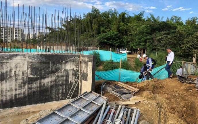 En un mes y medio habilitarían un costado del nuevo puente de la Av. Ciudad de Cali