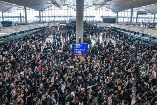 Aeropuerto de Hong Kong cancela este martes más de 300 vuelos