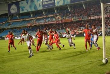 América vuelve a tropezar con Once Caldas y pierde 2-1 en Manizales
