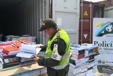 Querían hacer pasar contenedor lleno de libros como desperdicio de papel