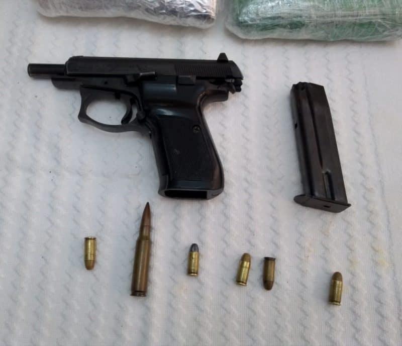 En vivienda ubicada cerca a colegio de Cali, hallan drogas y armas de fuego