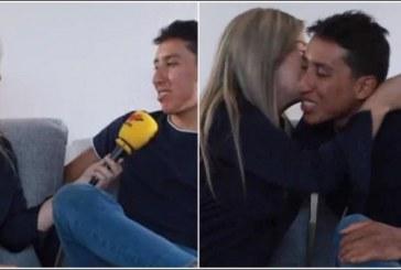 En plena entrevista, Egan le negó camiseta a Vicky Dávila y la recompensó con beso
