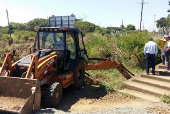 Para evitar inundaciones en Jamundí, autoridades ambientales inician jornada de limpieza a zanjones