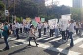 Comunidad de El Peñón protestó ante inconformidad por cobro de parqueo en vías