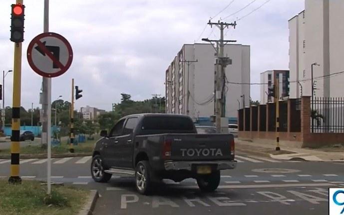 Con semáforos y prohibición de giros a la izquierda, regularán tráfico en Valle del Lili