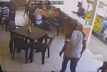 En video: hombres armados hurtan a clientes de restaurante en El Caney