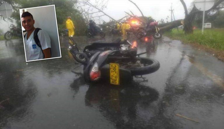 Motociclista perdió la vida tras caerle un árbol encima en la doble calzada Tuluá-Buga