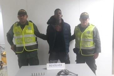 Autoridades capturaron a hombre por porte ilegal de armas en Buenaventura