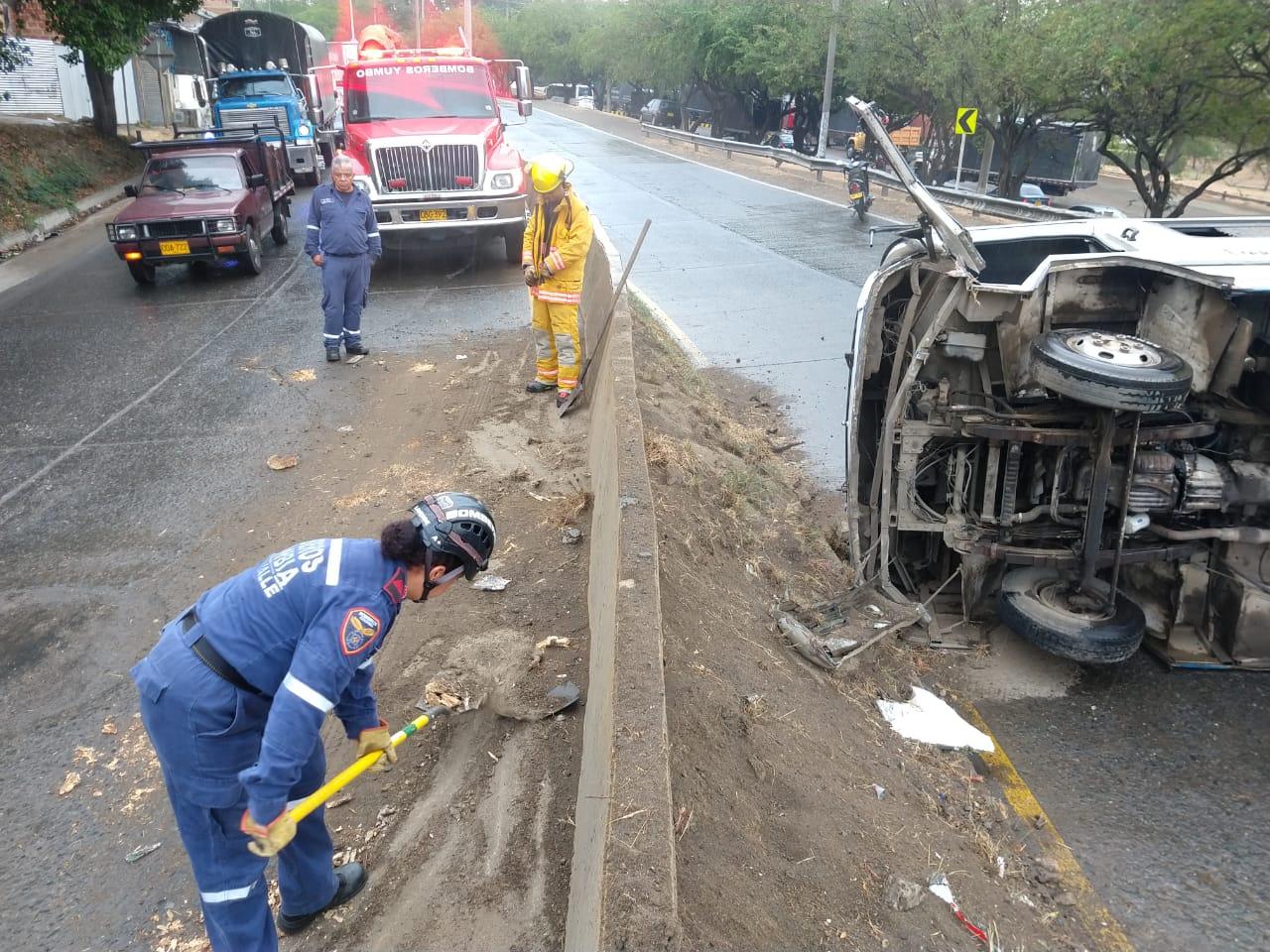 Siete personas heridas dejó aparatoso accidente con volcamiento en vía Cali-Yumbo