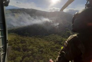 Aeronaves y sistema Bambi Bucket permanecen en alerta por incendios en Cali
