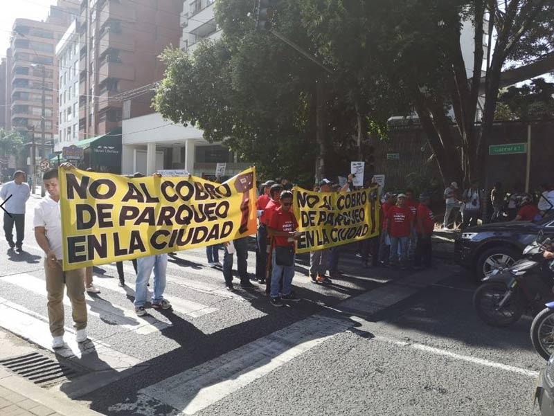 Continúan las protestas en El Peñón por cuenta del cobro de parqueaderos