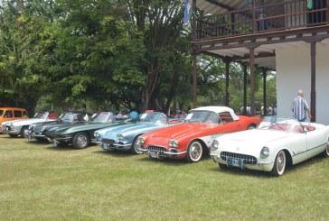 Hacienda Cañasgordas recibió exhibición histórica de automóviles antiguos