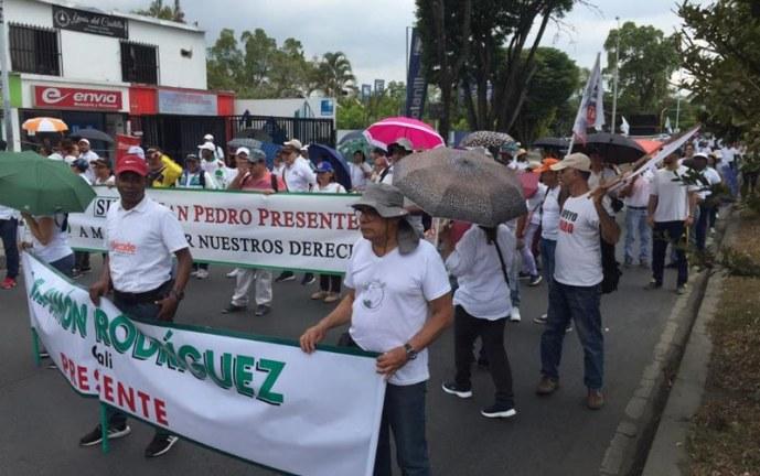 Maestros del Valle del Cauca se unieron a paro nacional de 24 horas por amenazas a sus líderes