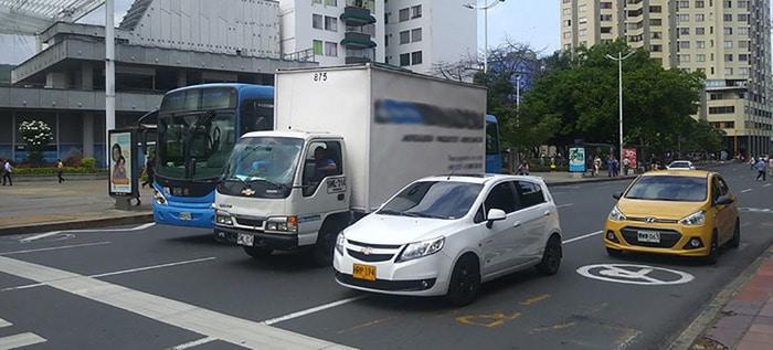 !Atención! Evite sanciones por tener microperforados de publicidad en los vehículos