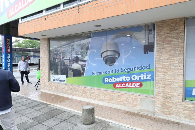 Sede de campaña del candidato a la Alcaldía, Roberto Ortiz, amaneció con letreros alusivos a las FARC-EP