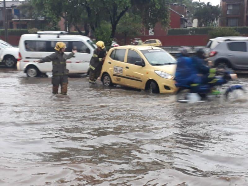 Comienzo de temporada lluviosa dejó árboles caídos y vías inundadas en Cali