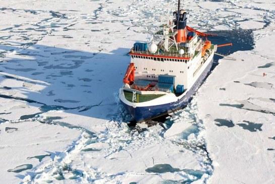 Empieza la travesía del barco que pasará un año a la deriva entre los hielos del Ártico
