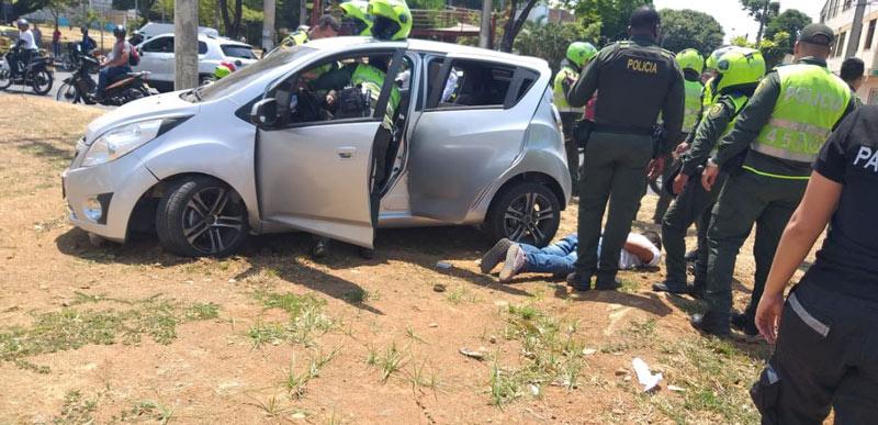 En vídeo quedó registrado el momento de la captura de un presunto ladrón este martes en la Autopista Sur