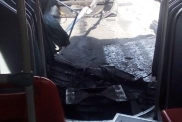 Bus de transmilenio se parte tras chocar con otro articulado