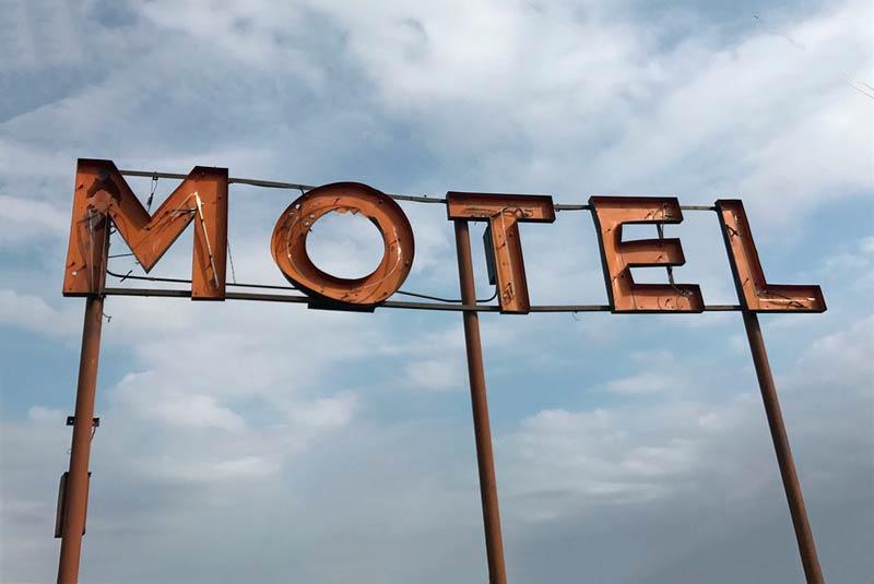 Autoridades sorprenden motel en Cali que seguía funcionando durante la cuarentena
