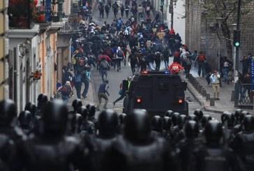 Video: Repudio en Ecuador por supuesta caída de 3 hombres desde un puente tras manifestaciones