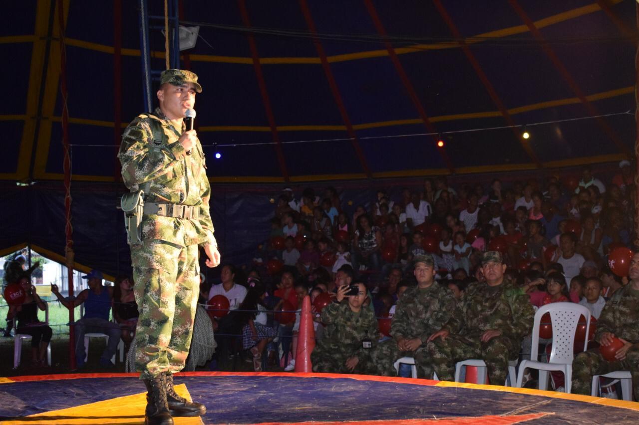 El Circo Camaleón del Ejército Nacional llegó a la comunidad de Miranda, Cauca