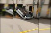 Conductor omitió señal de pare y terminó volcado en vía de Popayán