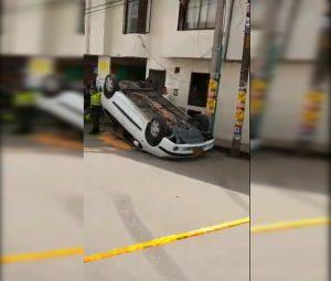 Conductor omitió señal de pare y terminó volcado en vía de Popayán - 90 Minutos
