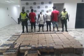 Cuatro hombres fueron sorprendidos hurtando 70 cajas de cerveza en Buenaventura