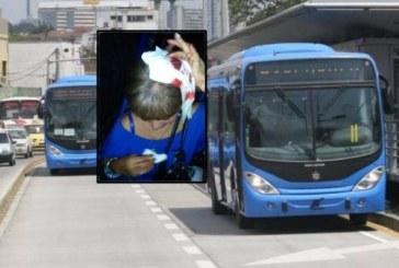 Ataque vandálico contra bus del Mío, deja a una persona herida