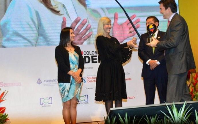 En su categoría, Dilian Francisca Toro es elegida como la mejor gobernadora del país