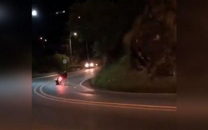 Denuncian peligrosas maniobras de motociclistas en vía Cali – Buenaventura