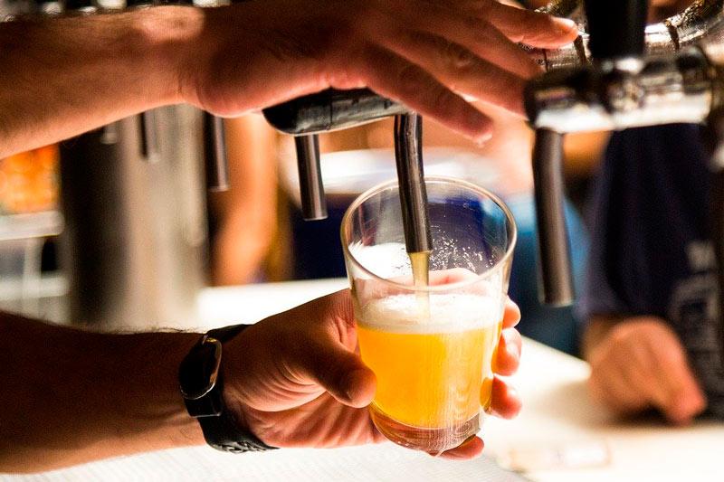 Cuatro personas murieron y 14 están graves por tomar cerveza contaminada — Brasil