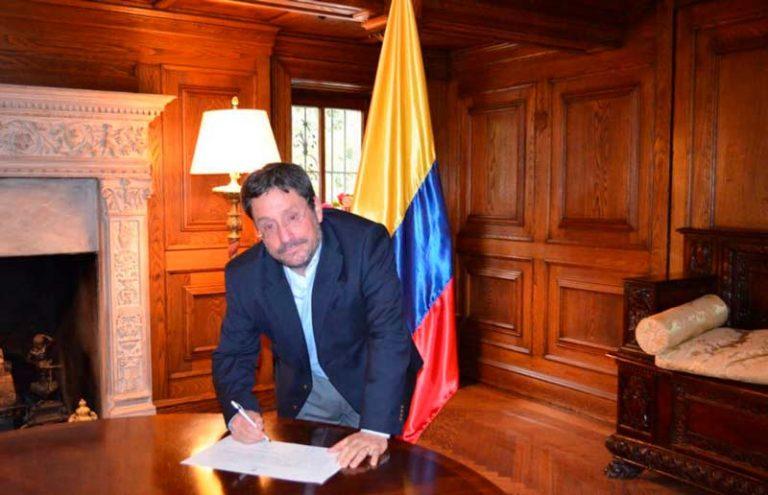 Francisco Santos presentó su renuncia como Embajador de Colombia en Washington