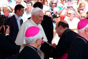 Papa emérito Benedicto XVI está gravemente enfermo, dice biógrafo