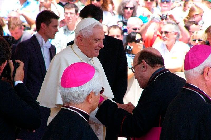 Papa retirado, Benedicto XVI, insiste en necesidad del celibato