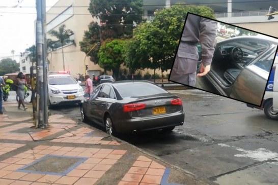 Una mujer muerta dejó ataque de sicarios contra pareja que se movilizaba en un Audi