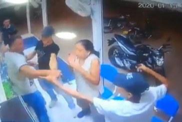 En video quedó registrado el robo de motocicleta en farmacia del oriente de Cali