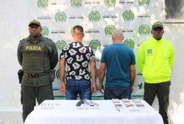 Autoridades sorprenden a hombres armados y con millonaria suma de dinero en el oriente de Cali