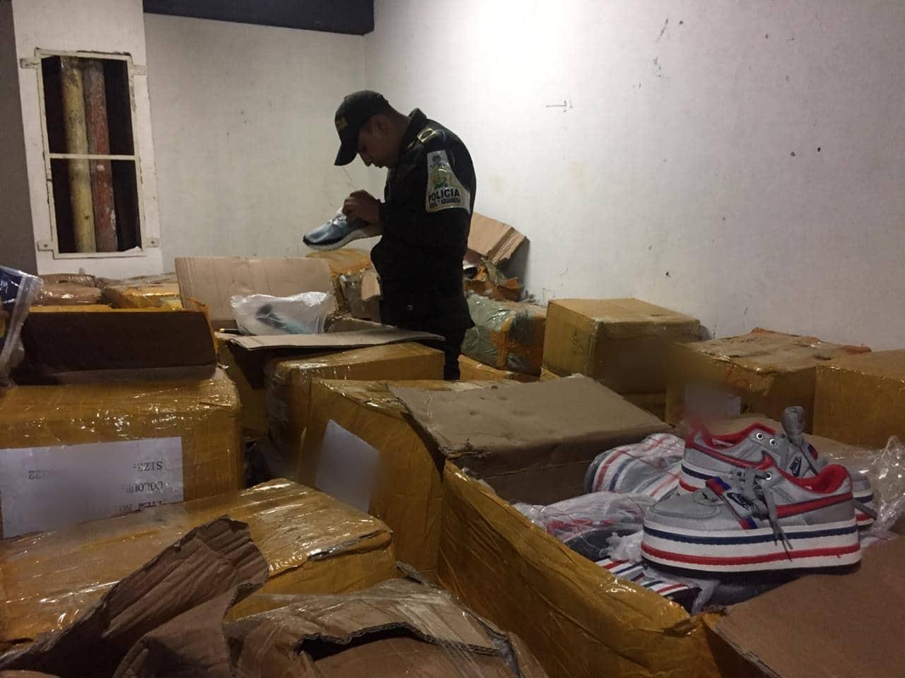 Calzado y ropa ilegal: toma a bodegas en Cali dejó 20 mil artículos incautados