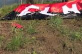 Policía retiró dos banderas del ELN ubicadas en distintos puntos de Cali