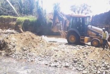 Decomisan retroexcavadora y suspenden obra que no tenía permisos en río Pance