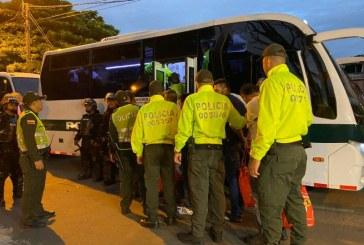 De hacinamiento a hacinamiento: 200 presos fueron trasladados de estaciones de Policía a cárcel de Cali